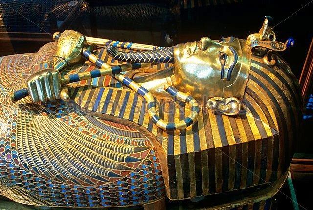 sarcophagus-of-tutankhamun-14th-century-bc-museum-of-egyptian-antiquities-ff8ny4