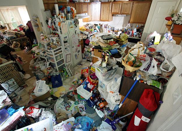 hoarding-205-debbie-kitchen-before