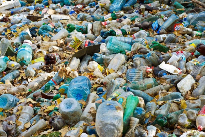 11127971-water-pollution-Stock-Photo-plastic