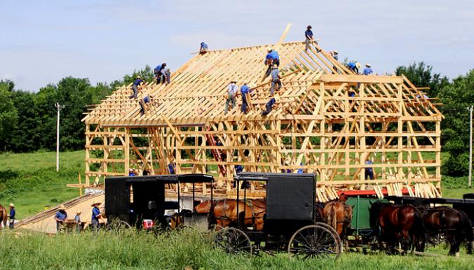 Amish-Raising-a-Barn-002