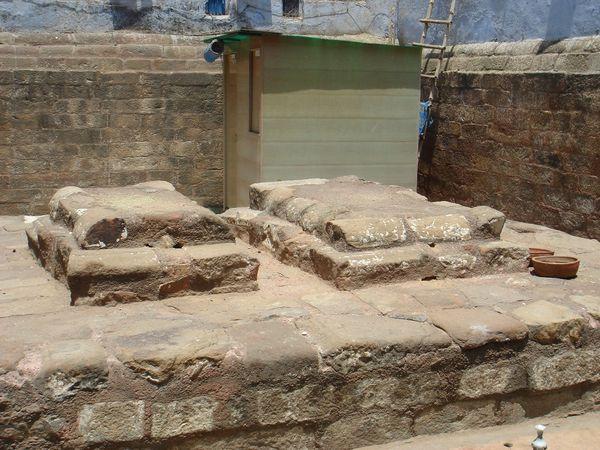 600px-Tomb_of_Razia_Sultana_001