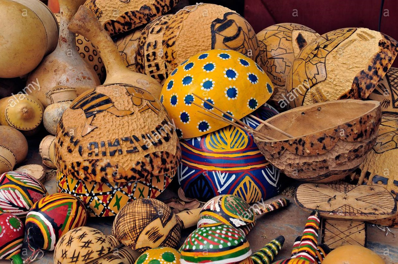 africa-mali-segou-along-the-niger-river-handicrafts-for-tourists-XBHG5X (2)